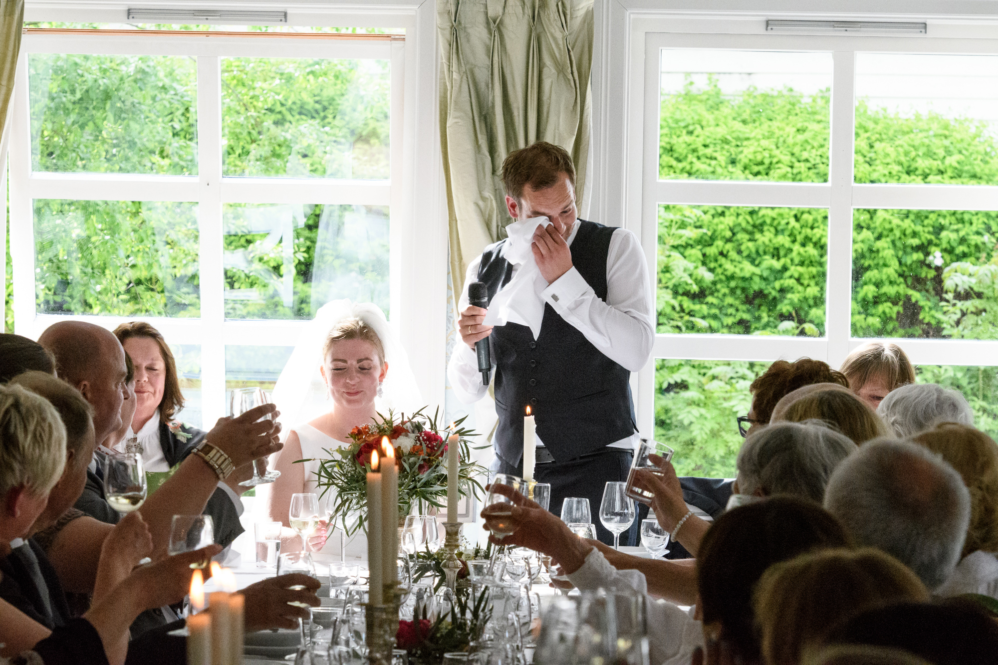 NORWEGIAN FJORD WEDDING AT TØRVIS HOTELL IN SOGNToasting