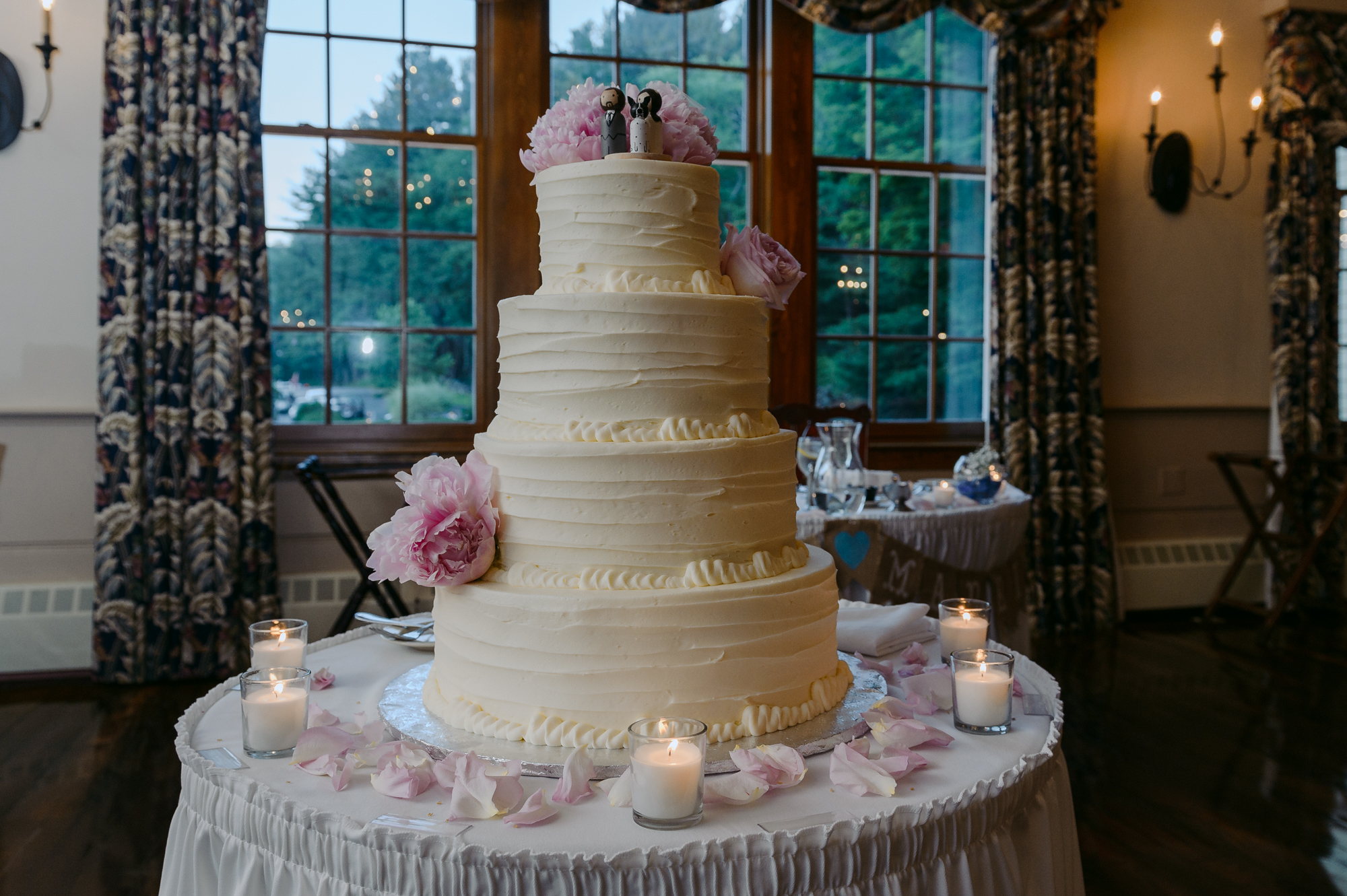 Publick House Historic Inn Wedding Reception Cake